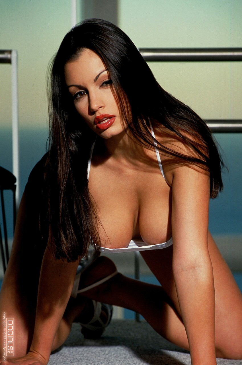 Aria Giovanni: Bilder, Videos, Biographische Daten